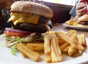 Burger hos Dennys